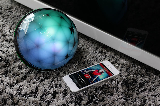 Valore-vSound-Magic-Ball-Bluetooth-Speaker-lifestyle-pic-1