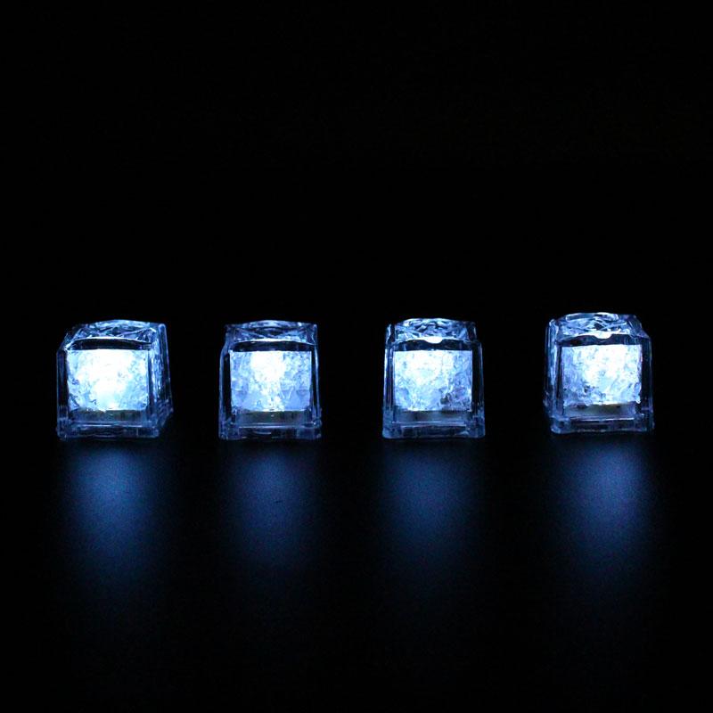 LML02-LED-Ice-Cubes-lit2