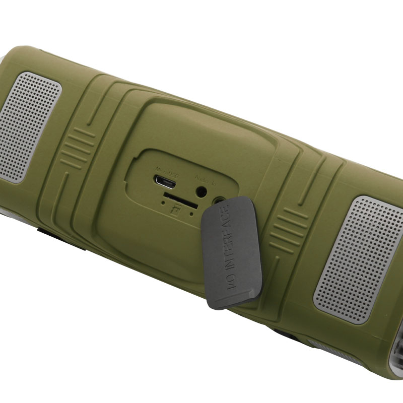 OP16-Wirelss-Outdoor-Speaker-(Green)-charging-port