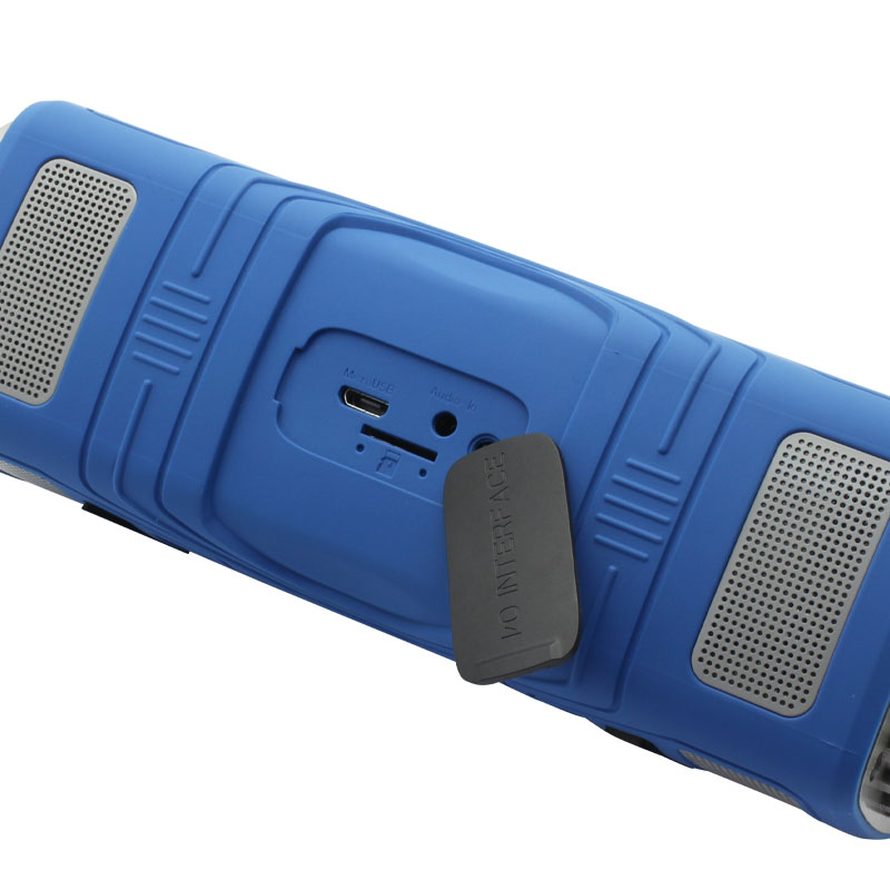 OP16-Wirelss-Outdoor-Speaker-(blue)-charging-port
