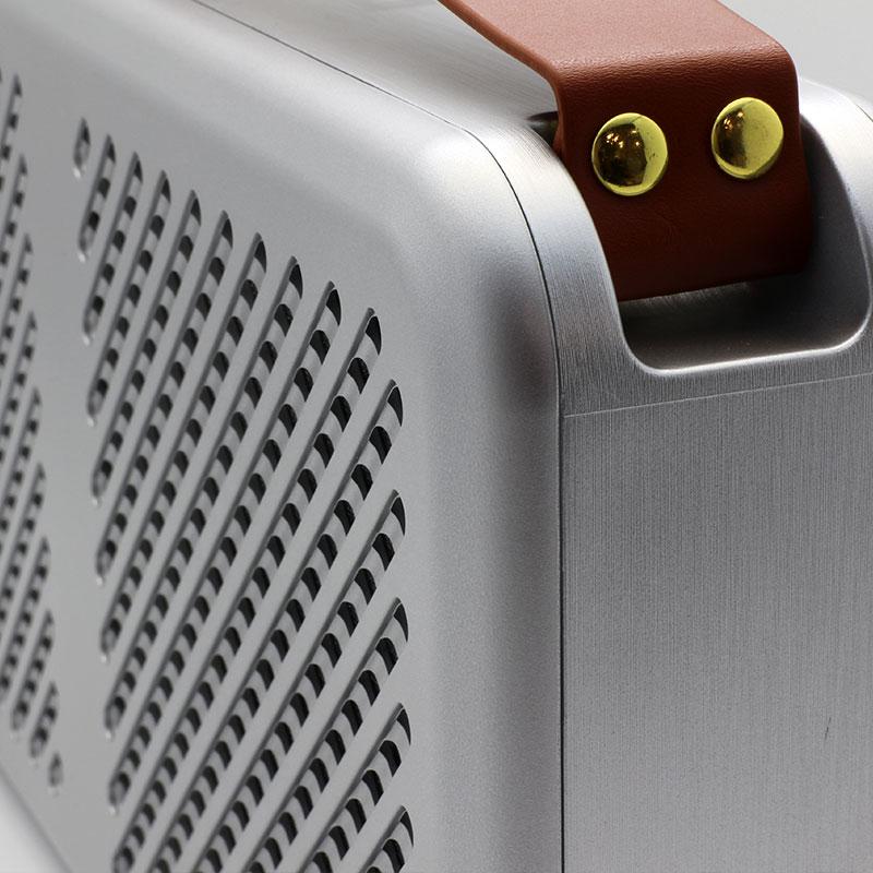 Premium-Wireless-Speaker-HR702H-Silver-Close-Up-Side