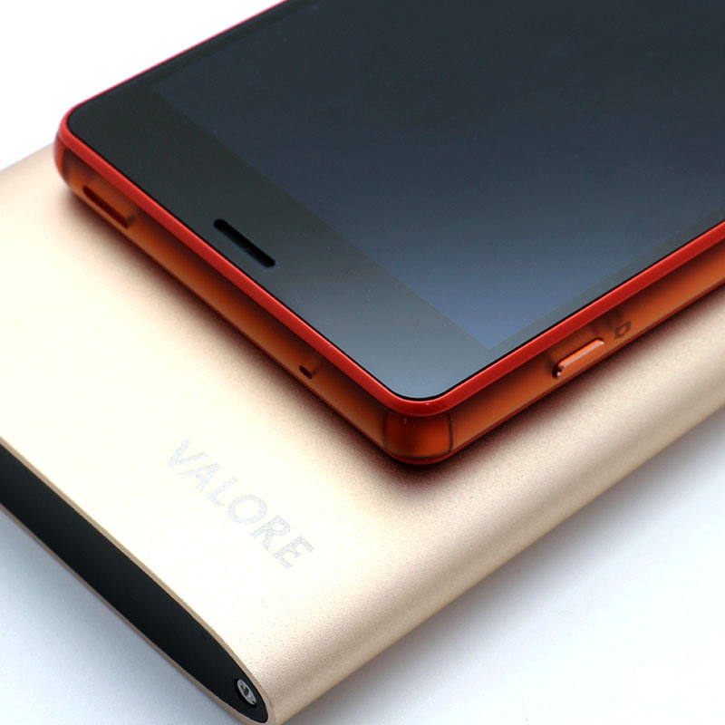 VL-PB212-10000mAh-Power-Bank-With-Phone-Close-Up